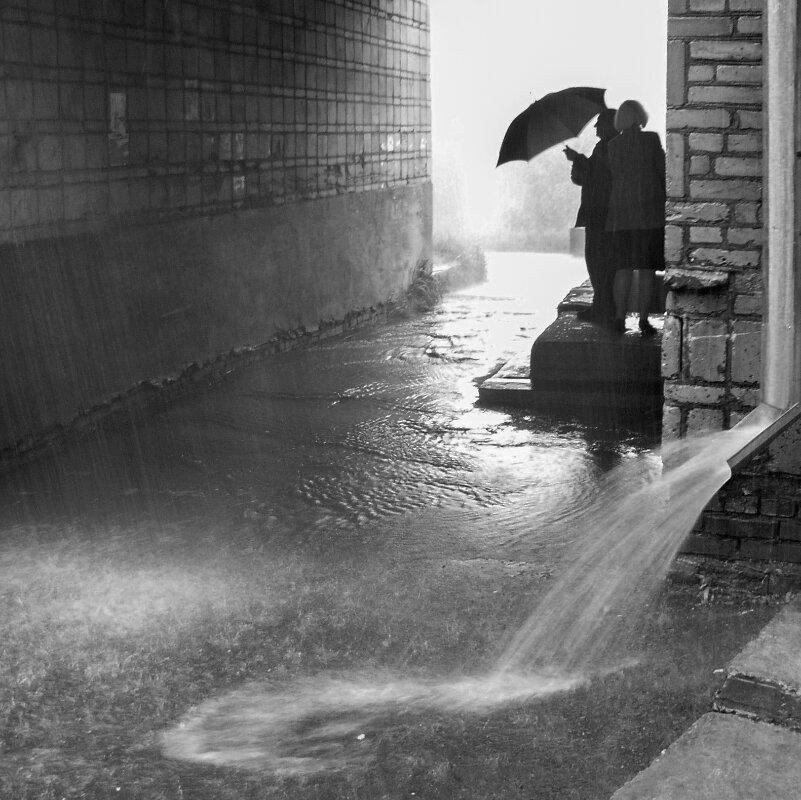 Двое и дождь - Николай