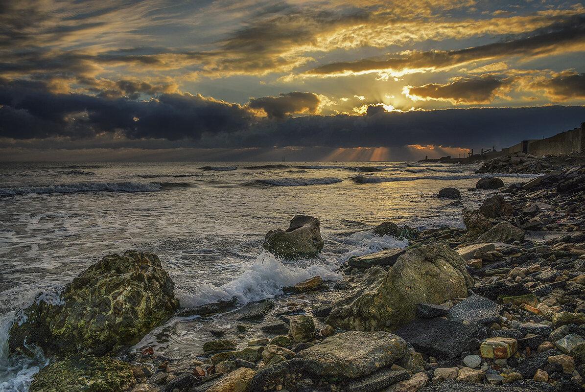 Жизнь – это как волны в море. Одна несёт вверх, другая вниз...
