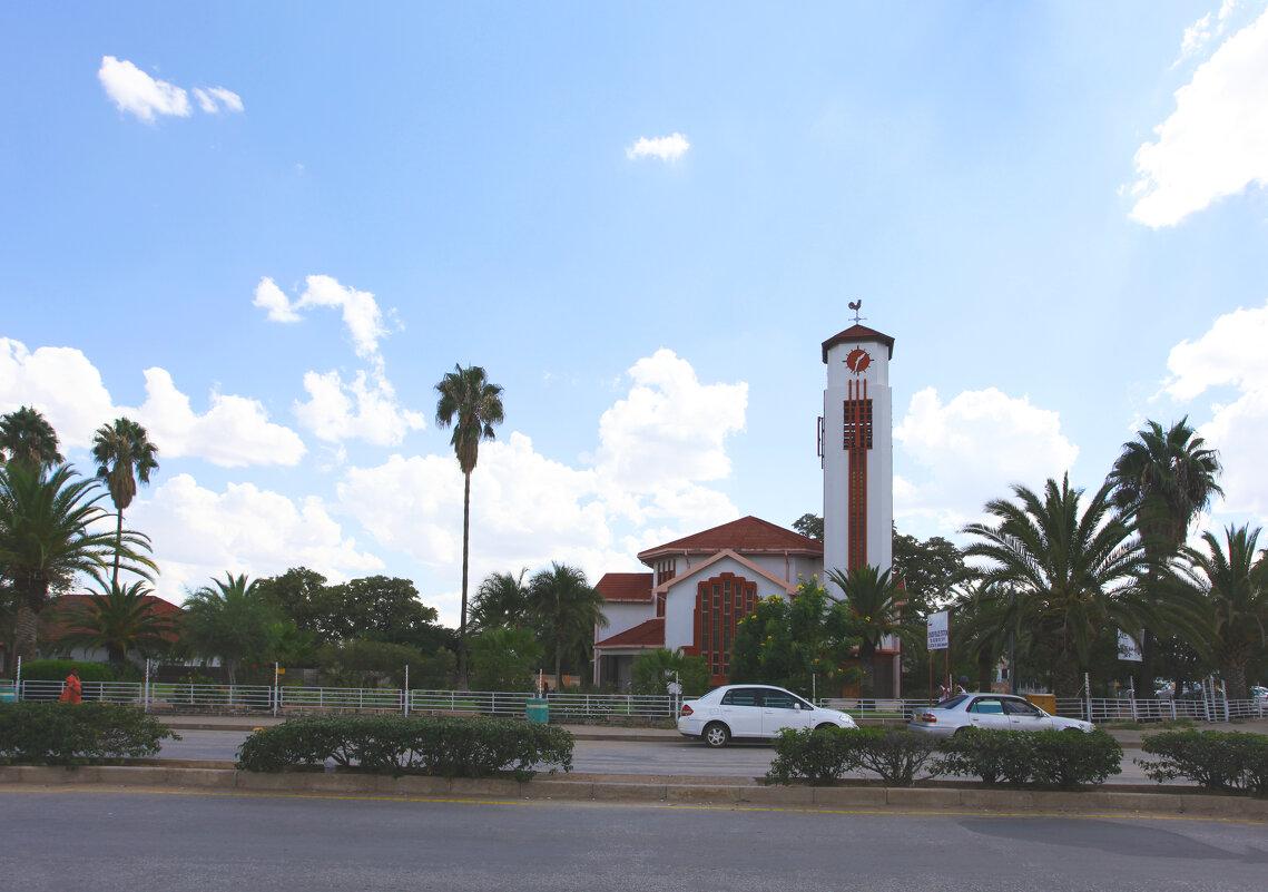 Церковь, она и в Африке церковь - Зуев Геннадий