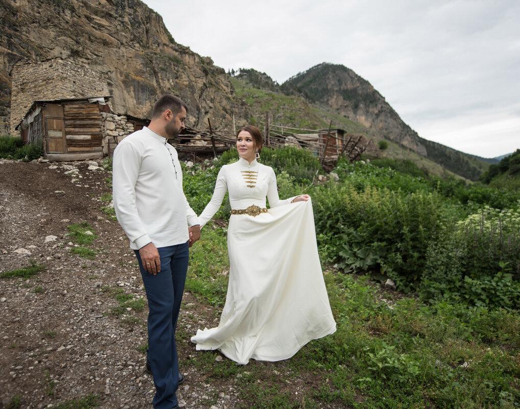 Азамат и Лаура - Батик Табуев