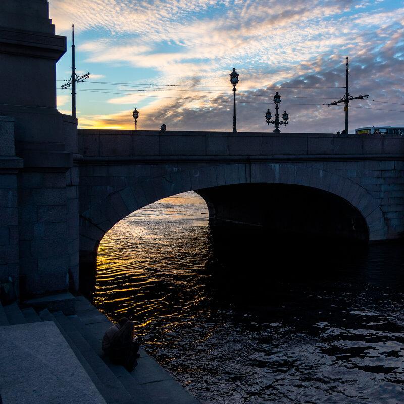 Вечером у моста - Игорь Викторов