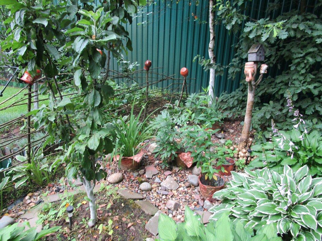 Уголок в саду - Ольга Довженко