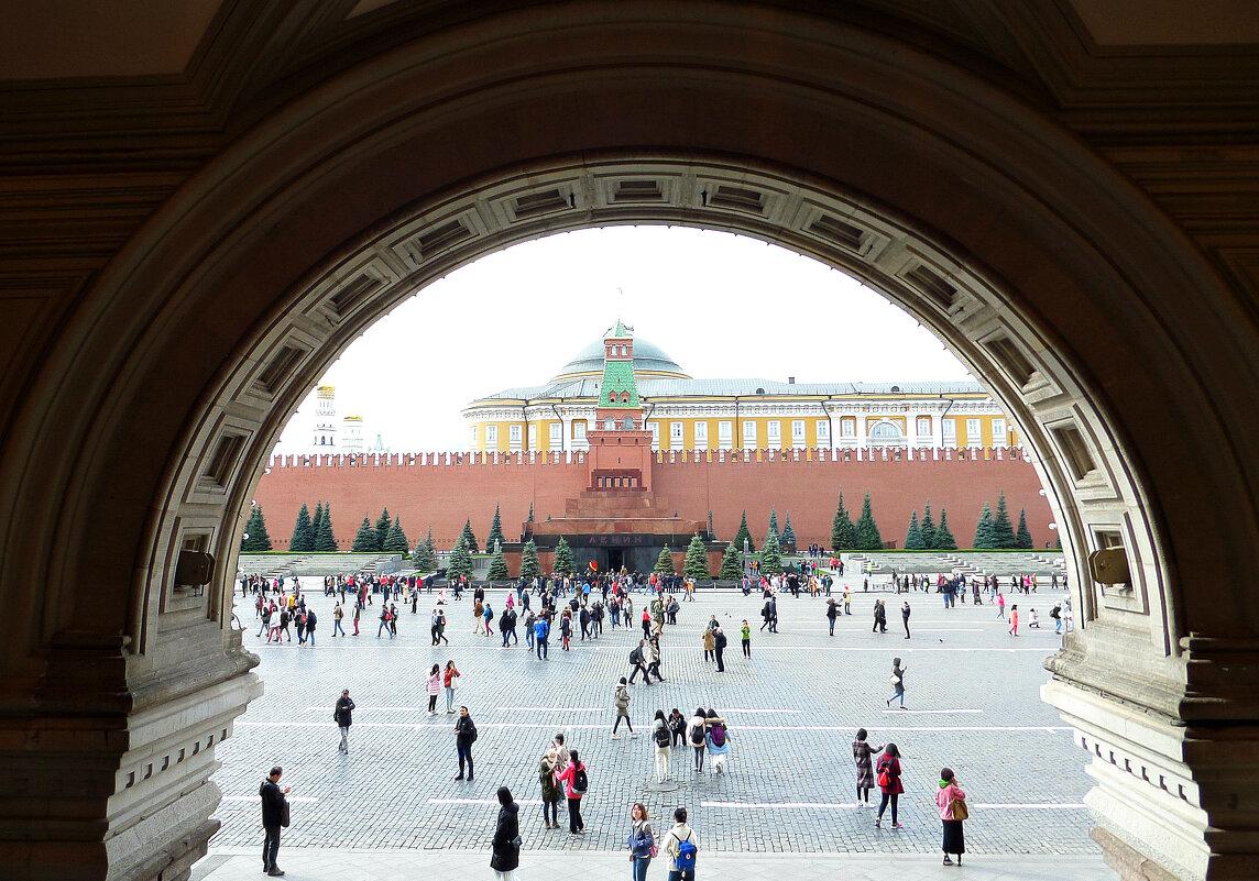 А из нашего окна (ГУМ) площадь Красная видна - MarinaKiseleva