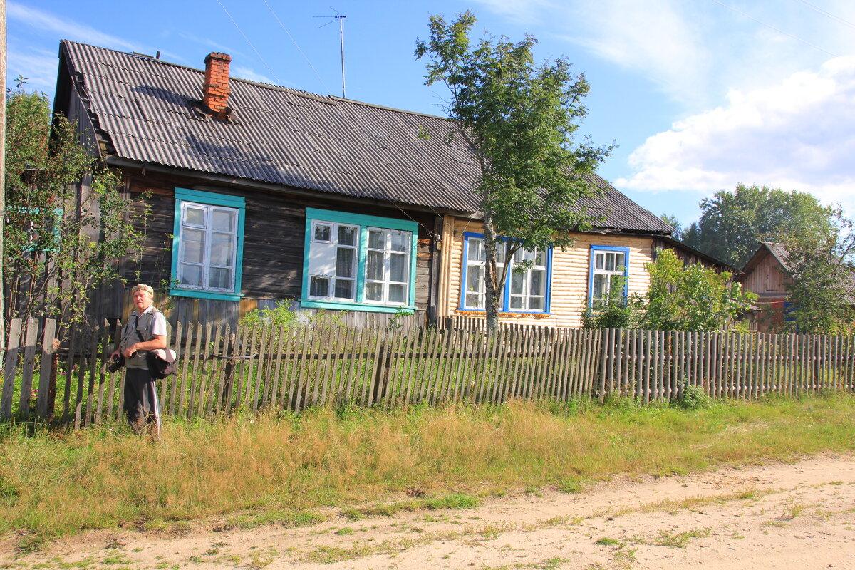 В половине дома слева Борис провел все свои детские годы... - Александр Широнин