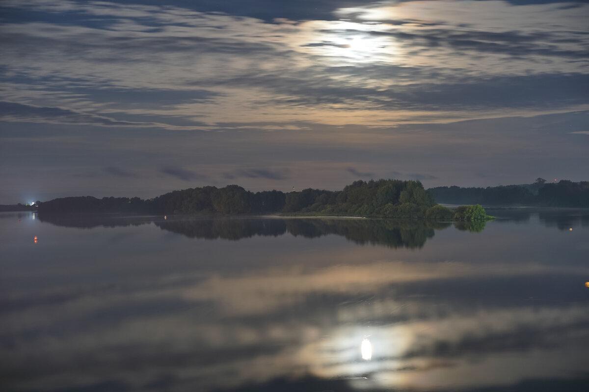 Ночь над рекой. - Арина