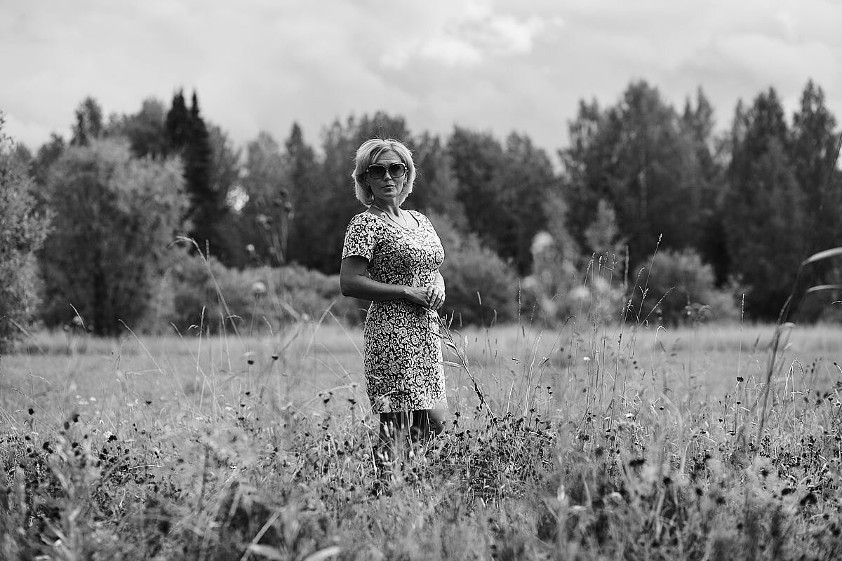 женщина в лугах - Денис Некрасов