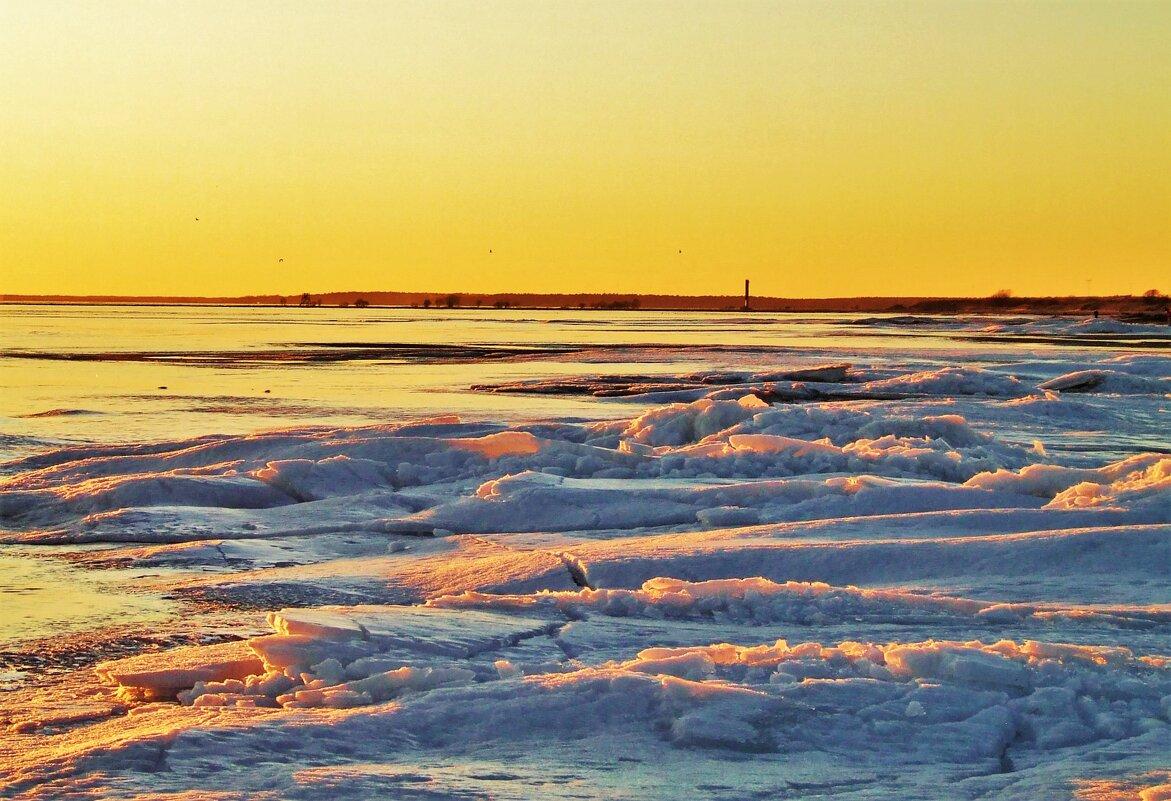 На закате по хрустящим льдинам.. - Aida10