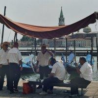 Венецианские таксисты. :: Сергей Хомич