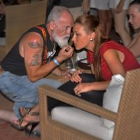 Вино оно как мужчина, чем старше, тем больше голову кружит... :: Владимир Хиль