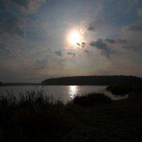 Рассвет над прудом :: Александр Коликов