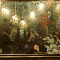 Зеркало в кафе :: Ирина Татьяничева