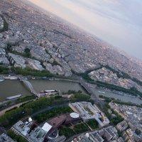 Париж с высоты птицы :: Александр Беляков