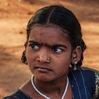 Индия. девочка с недетским взглядом... :: IgorVol IgorVol