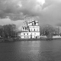 Тучи над городом встали... :: Владимир Ненартонис