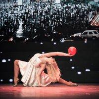 девочка и мяч :: Vitaliy Mytnik