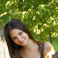 В яблочном саду :: Роман Бендасов