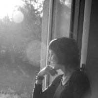 У окна :: Lev nikon