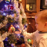 Малыш, увлеченный игрушкой :: Christina Batovskaya