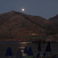 Лунный вечер на морском пляже. :: Евгений Поляков
