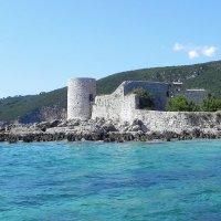 Черногория.Остров с маленькой православной церковью. :: Елизавета Успенская
