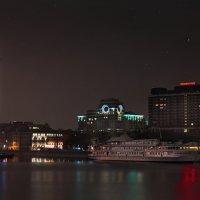 моя столица ночная москва(памятник петру и президент отель) :: юрий макаров