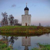 У храма Покрова на Нерли! :: Владимир Шошин