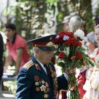 """Цветы -малая благодарность ветеранам. :: """"Наиль Батталов"""