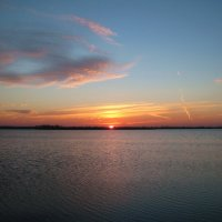 рассвет над озером :: Владимир Горбунов