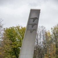 Памятник недалеко от проходной. :: Андрей Из Ступино