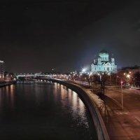 моя столица ночная москва(вид на театр эстрады,и храм христа спасителя, с набережными) :: юрий макаров