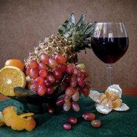 Фрукты и вино :: Ирина Приходько