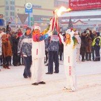 Эстафета олимпийского огня. Передача. Он зажегся!!! :: Николаева Наталья
