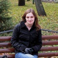 Осенний портрет на скамейке :: Павел Хмельницкий