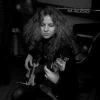 С гитарой :: Maryana Samorodova
