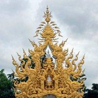 Таиланд. Окрестности Чанг-Рая. Скульптура в комплексе Белого храма :: Владимир Шибинский