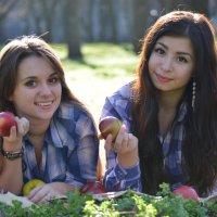 Friendship :: Diana Maiba