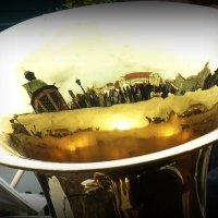 И город отразился в меди труб... :: Владимир Секерко
