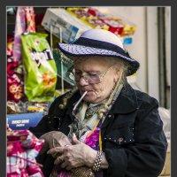 Из серии золотой возраст-бабушки бабульки... :: Shmual Hava Retro