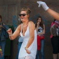 Танцы на улицах /из серии/ 16 :: Цветков Виктор Васильевич