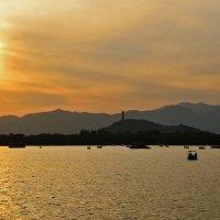 Закат на озере Куньмин :: Максим Дорофеев