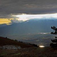 Пробьется солнца луч :: Михаил Баевский