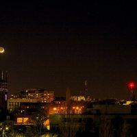 Луна над городом :: ViP_ Photographer