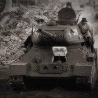 Т-34-85 атакует :: Максим Бочков