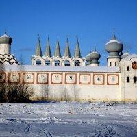 купола за стеной :: Сергей Кочнев