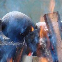 Огонь,дрова и камень :: Владимир Гилясев