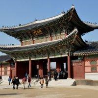Ворота во дворец императора :: Ева Такус