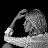 Блондинка в белом 2 :: Носов Юрий