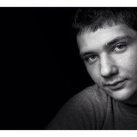 Портрет на черном фоне :: Алексей Боровской