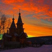Храм Святителя Иннокентия в городе Ленск Саха(Якутия)-  Светает! :: Nikita Volkov