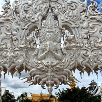 Таиланд. Чанг-Рай. Белый храм. Навершие арки :: Владимир Шибинский